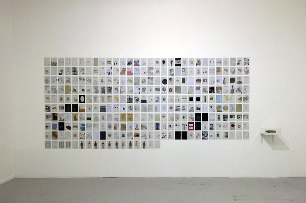 """Vista de la instalación """"Agenda 2011"""" de Rodrigo Arteaga en Sub30. Museo de arte contemporáneo MAC, 2014"""