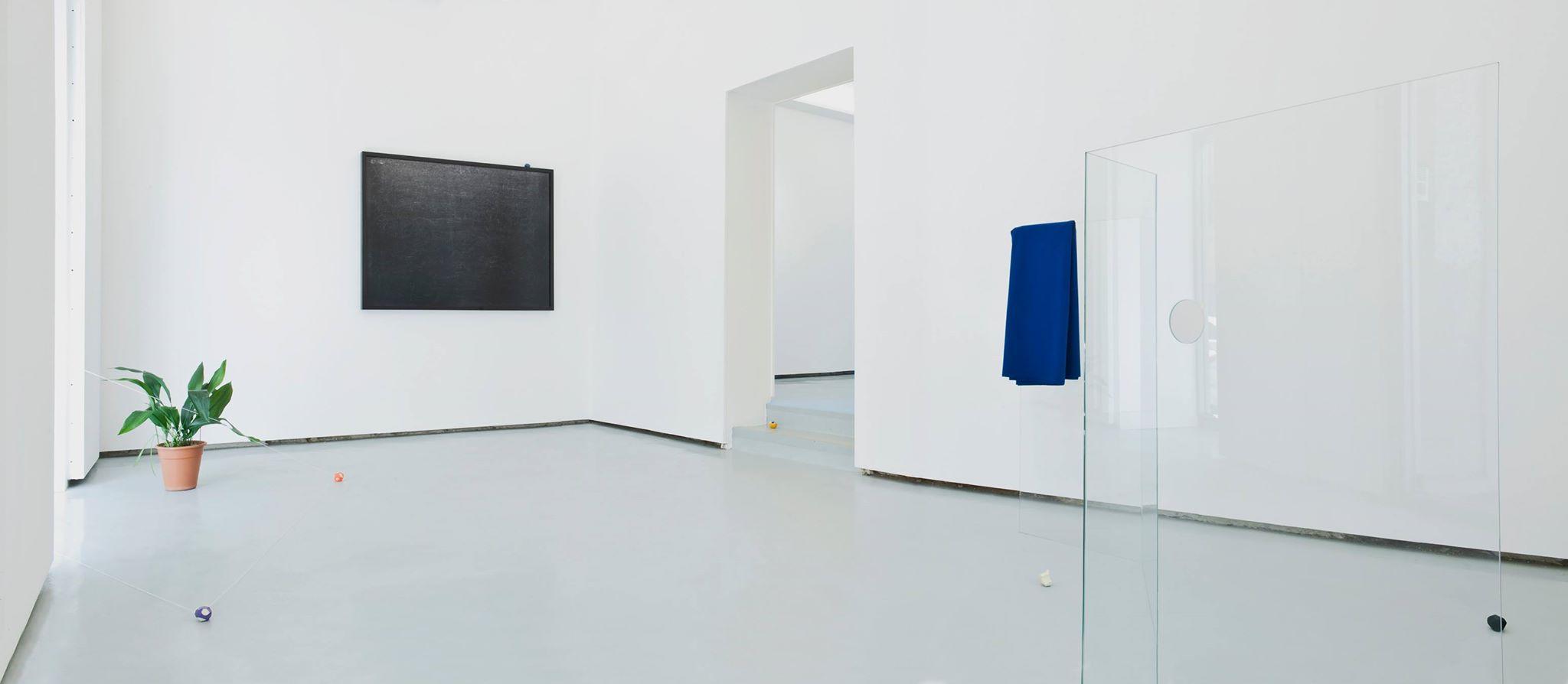 Vista de la exposición Principio de Incertidumbre en Galería The Goma, Madrid, 2014.