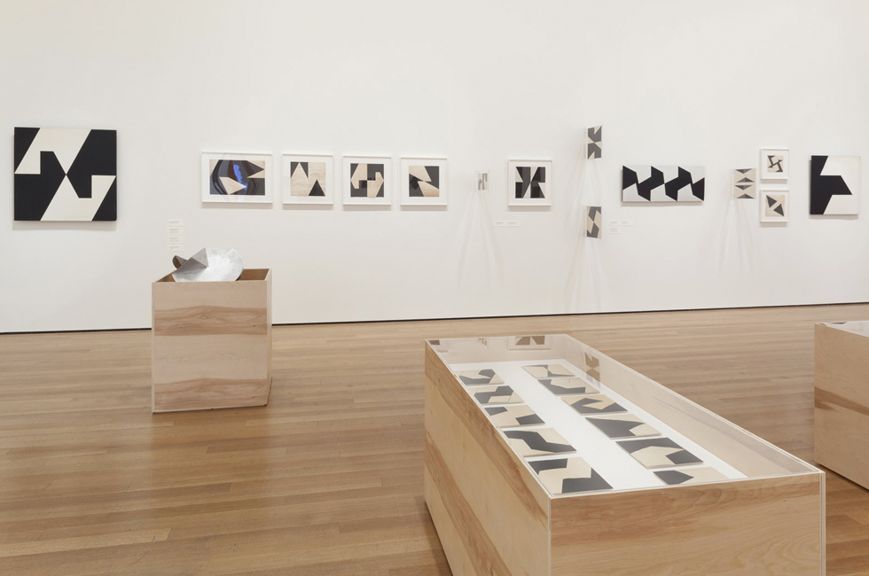 Vista de la exposición Lygia Clark: The Abandonment of Art, 1948-1988, MoMA, Nueva York, 2014. Foto: Thomas Griesel © 2014 The Museum of Modern Art