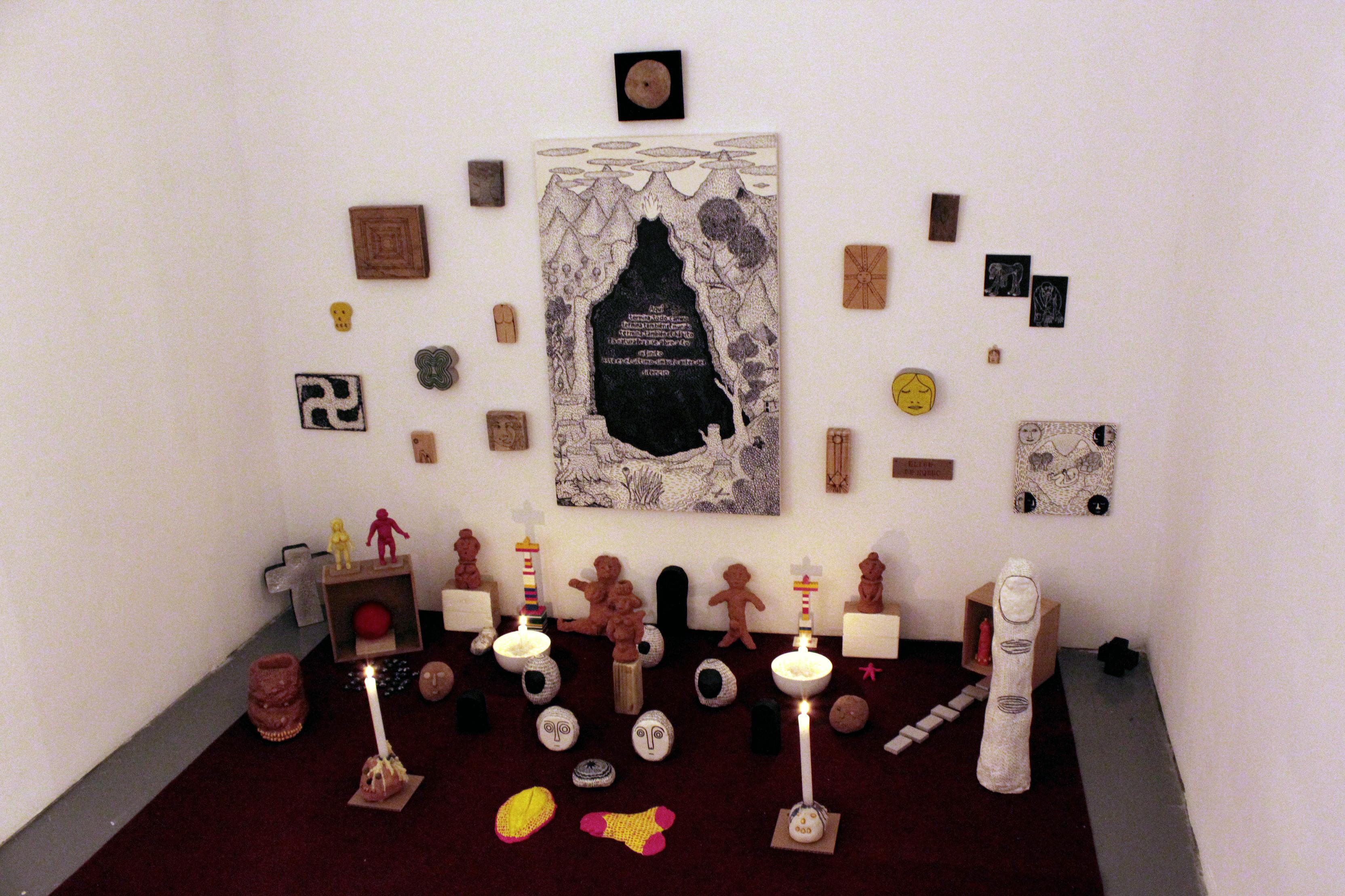 Vista de la exposición La Voluntad de Dios de Monoperro en Galería Liebre, 2015.